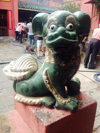 Emperor Jade Pagoda (Chua Ngoc Hoang or Phuoc Hai Tu): jade pagoda