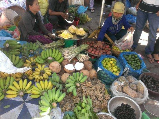 Thuan Tinh Island: マーケットで食材の購入