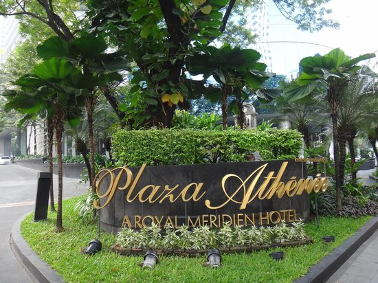 The Athenee Hotel, a Luxury Collection Hotel: Entrance of the Plaza Athenee Bangkok, A Royal Meridien Hotel