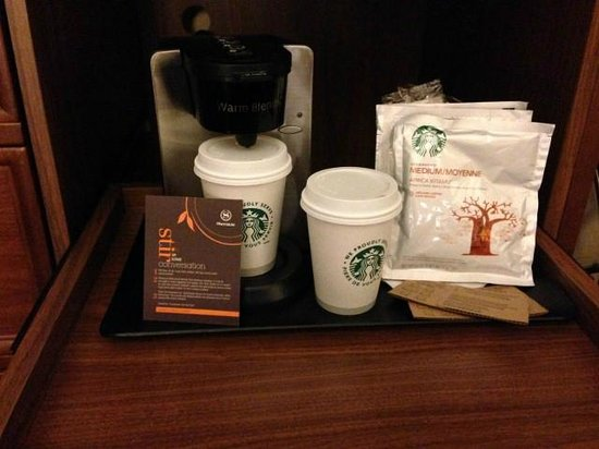 Sheraton Le Centre Montreal Hotel : Coffee maker in the room