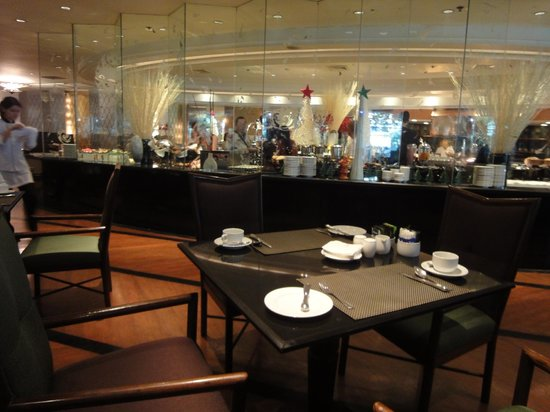The Athenee Hotel, a Luxury Collection Hotel: The Rain Tree Cafe Restaurant