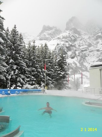 Hotel Le Bristol : VIEW AT THE OUTDOOR HEATED POOL OF HOTEL MERCURE BRISTOL LEUKERBAD.
