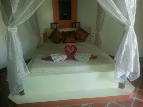 Reef Retreat Resort: The bed