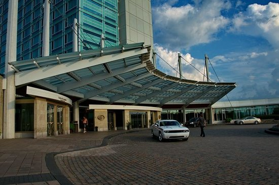 Hilton Lac-Leamy: Entrance of Hotel