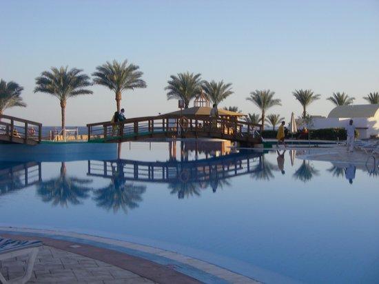 Sunrise Diamond Beach Resort : una delle piscine