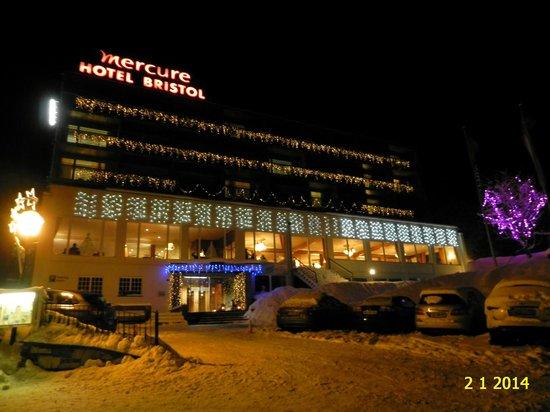 Hotel Le Bristol : NIGHT VIEW OF HOTEL MERCURE BRISTOL LEUKERBAD.