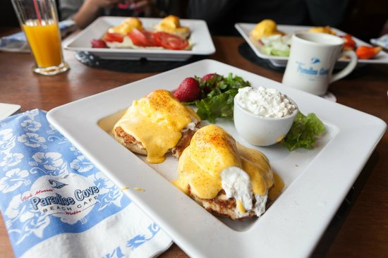 Paradise Cove Beach Cafe: Eggs Benedict