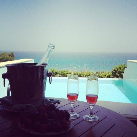 Amathus Beach Hotel Rhodes: личный бассейн в номере