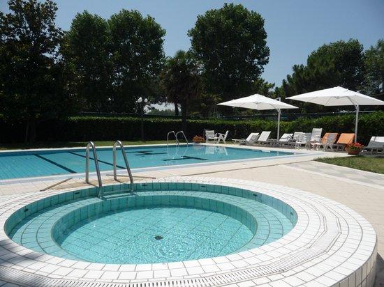 Hotel Tiffany's: piscina