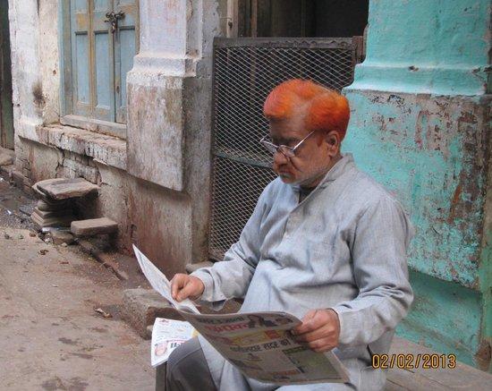 Ganges River: За утренней газетой