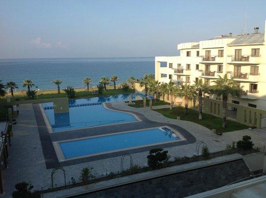 Capital Coast Resort & Spa: Vista sulle piscine