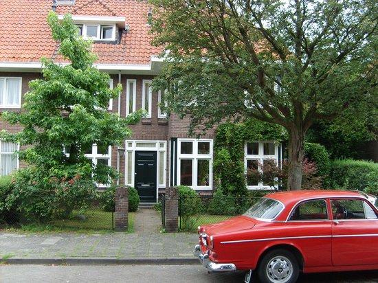 Place to Be: voorzijde B&B Huijgenslaan 9 ,Eindhoven