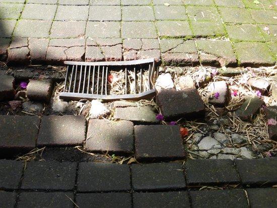 The Payogan Villa Resort & Spa: broken tiles on the walking path