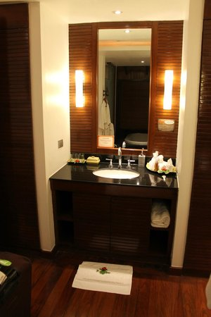 Ayara Hilltops Resort and Spa Surin Beach: Bathroom