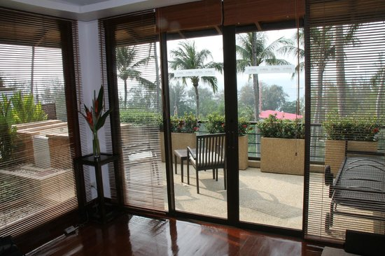 Ayara Hilltops Resort and Spa: view of balcony from inside front room