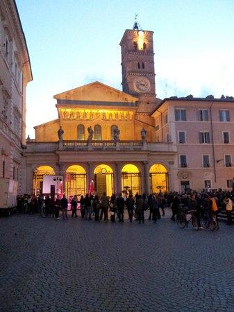 Villa della Fonte Guest House : Nearby Piazza Trastevere