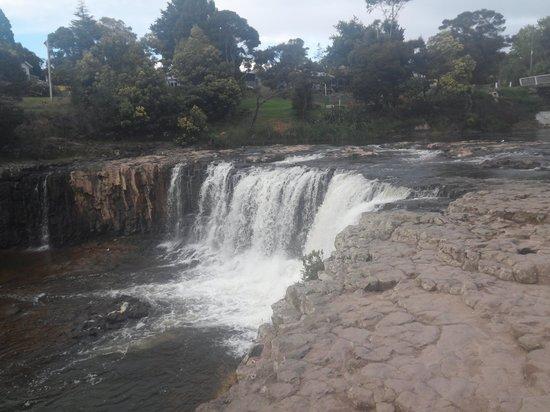 Haruru Falls: falls