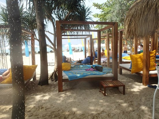 Ayara Hilltops Resort and Spa: Beach beds at BIMI Beach Club (free access as hotel guest)