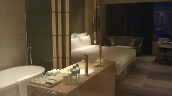 Hotel Nikko Saigon: Believe this was an upgraded room - on 21st floor