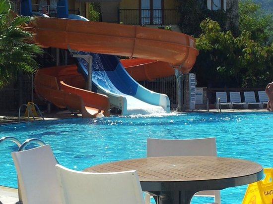 Perdikia Hill: Slides at hotel pool