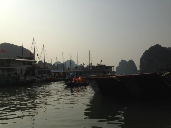 Vietnam Awesome Travel: Boat ride