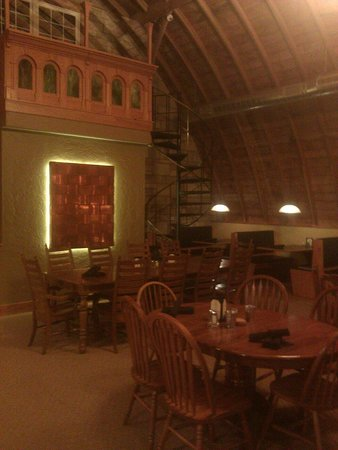 Teddy's Barn and Grill: Dining area