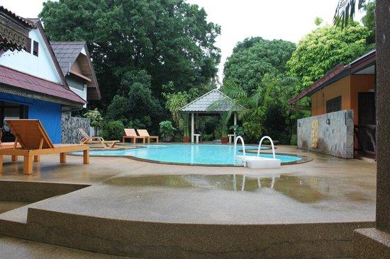 New Lapaz Villa: Pool