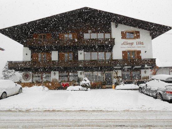 Albergo Erika sotto la neve