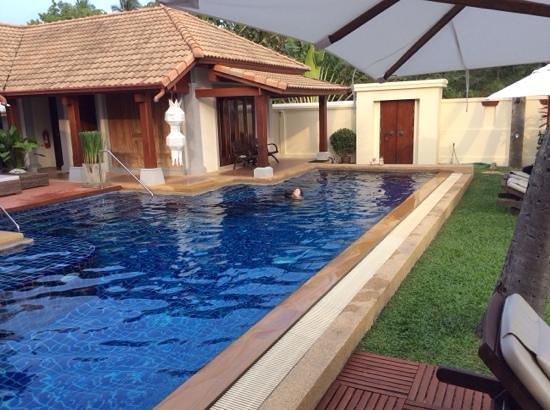 Pao Jin Poon Villas: бассейн