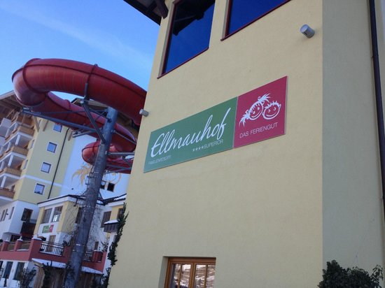 Familienresort Ellmauhof-das Feriengut : side of hotel and slide
