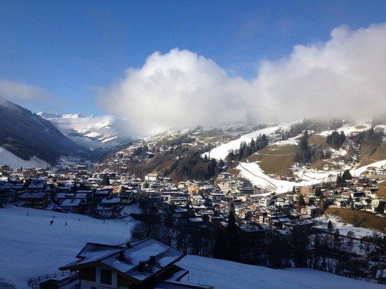 Familienresort Ellmauhof-das Feriengut : Hinterglemm (valley view room)
