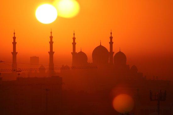 Holiday Inn Abu Dhabi: Sunrise view