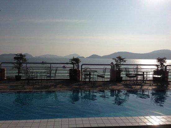 Kantary Bay, Phuket: Rooftop pool overlooking pier.