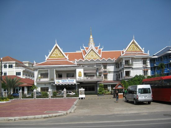 Bao Mai Resort: view of Front of Hotel