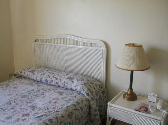 Victoria Hotel: 部屋のベッド