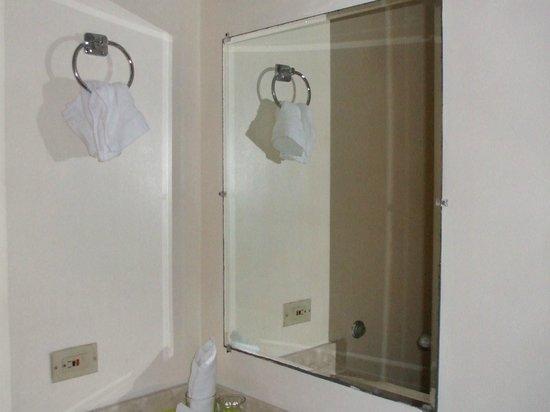Victoria Hotel: バスルーム