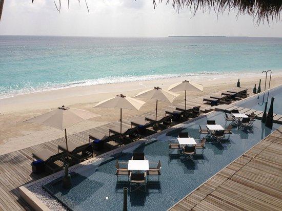 Velaa Private Island: main pool/restaurant/bar area