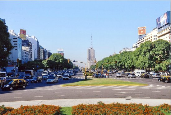 Buenos Aires Walking Tours : widest road