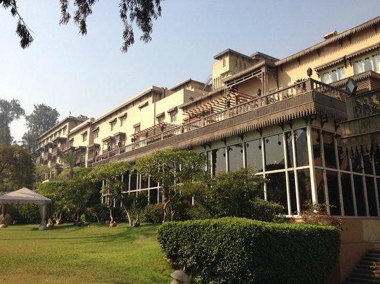 Mena House Hotel: Zona del hotel frente a las pirámides