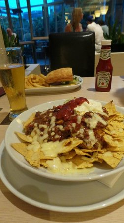 Holiday Inn Sydney Airport: Nachos and Steak Sandwich