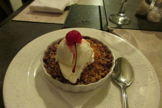 Ye Olde Tavern: Crumbles with ice cream