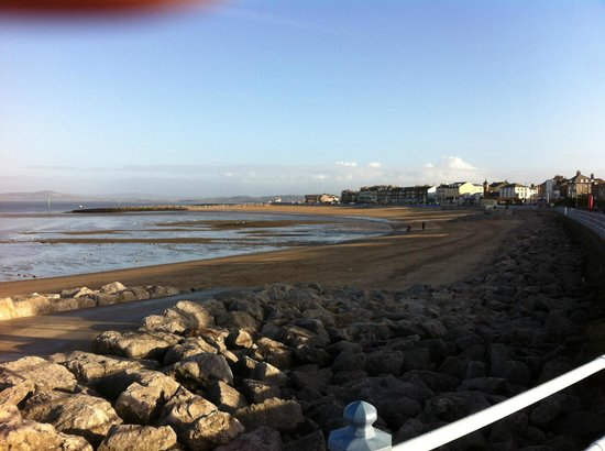 The Royal Hotel: Morecambe beach opposite the hotel