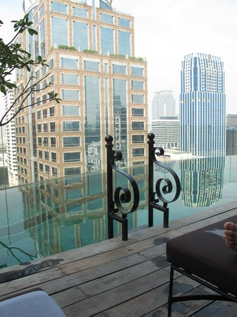 Hotel Muse Bangkok Langsuan - MGallery Collection: Infinity pool overlooking the city