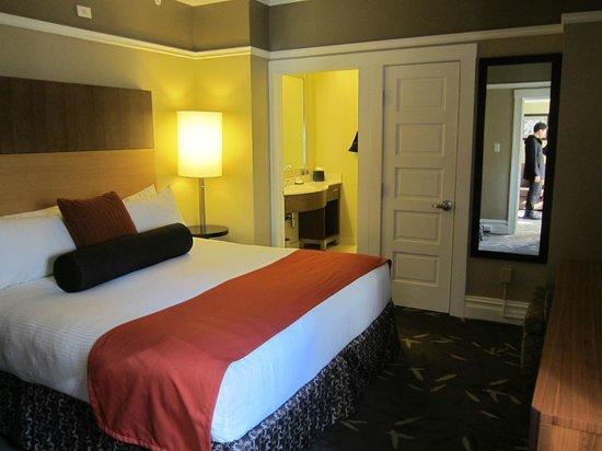 Hotel Abri: room