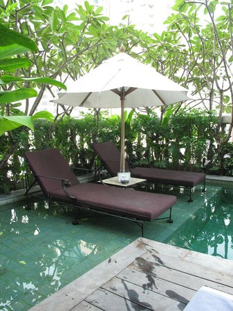 Hotel Muse Bangkok Langsuan - MGallery Collection: Poolside lounges