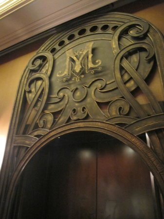 Hotel Muse Bangkok Langsuan - MGallery Collection : Beautiful metalwork above lifts