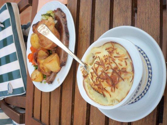 La Mariposa Restaurant : Roast beef and homemade cauliflower cheese