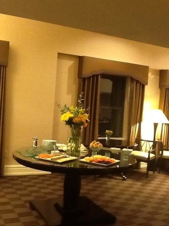 Chase Park Plaza: breakfast in club room