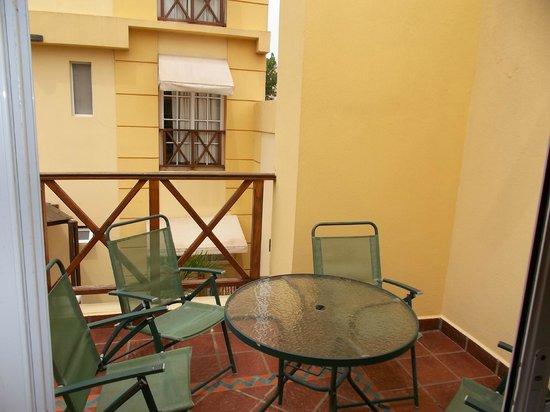 Hotel Gran Lido: Balcón  con sillones y mesa