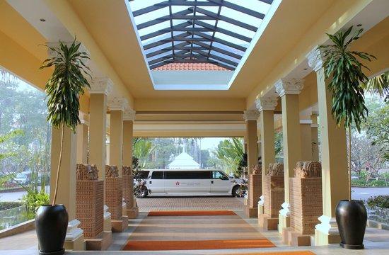 Sokha Angkor Resort: Resort entrance